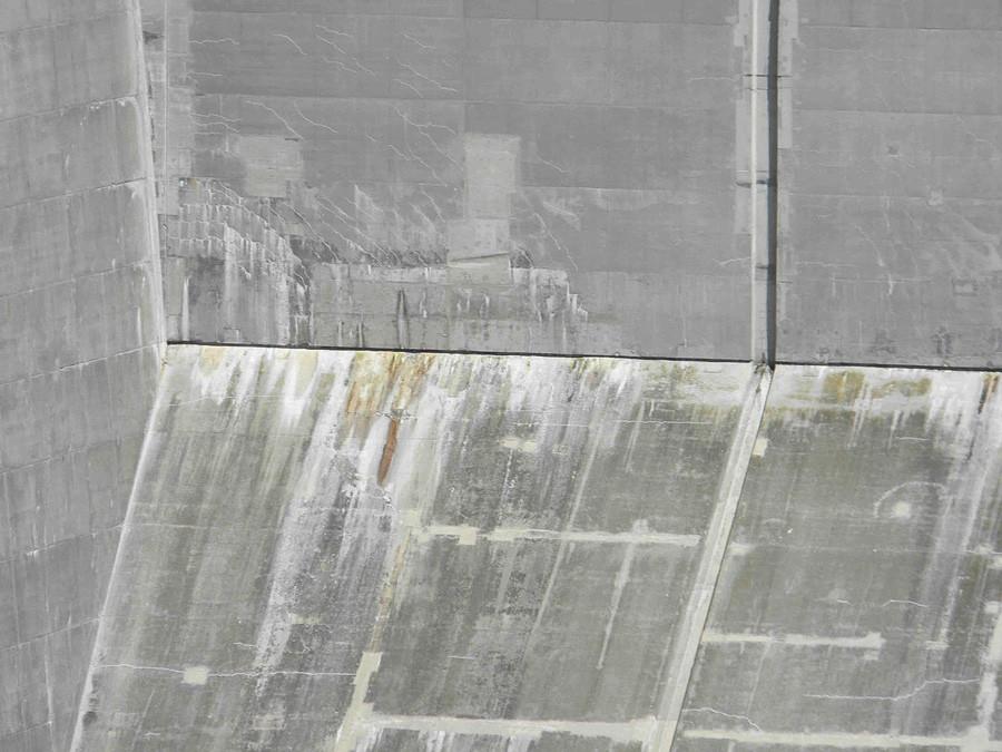 Hva Er Det Hvite Som Kommer Ut Av Betongen Muren